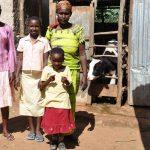 """Patenschaften helfen Familien. Und das heisst in Ruanda nach dem Völkermord oft """"Patenschaften helfen Witwen und Waisen"""". Aus ihnen werden in den ORA-Projekten neue Familien."""